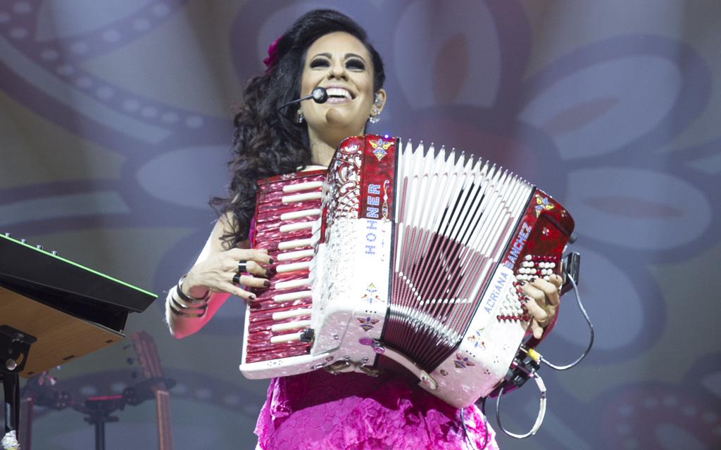 Adriana Sanchez apresenta show inédito em São Paulo