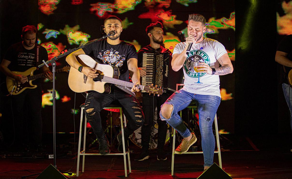 Bruno e Denner fazem show em Brasília