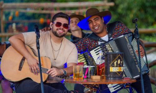"""Bruno & Lucas lançam o videoclipe de """"Beija ou Passa"""""""