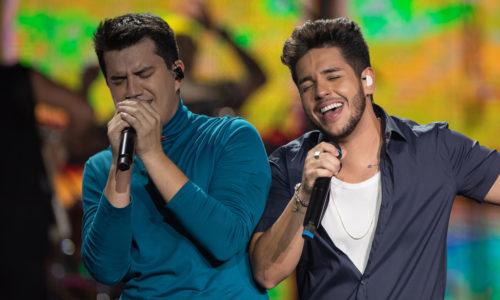 Hugo & Guilherme ganham troféu no Prêmio Jovem Brasileiro